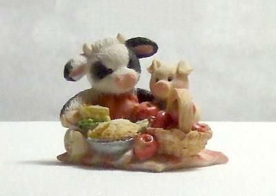 """VTG Mary's Moo Moos """"You are the Apple of My Eye"""" Enesco Figurine 1993 / China"""