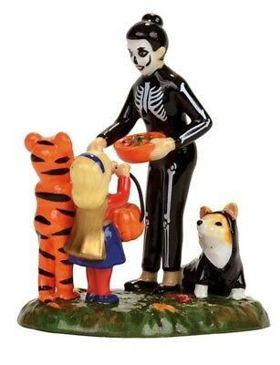 Dept 56 SV Halloween Trick or Treating on the Lane BRAND NEW 2017 Free Shipping