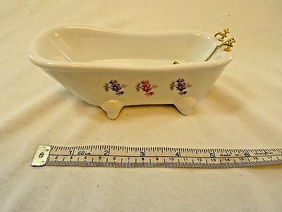 Doll's house porcelain bath