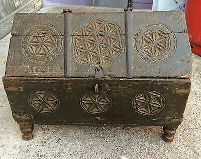 1800's ANTIQUE HAND CARVED MUGHAL BIG SIZE WOODEN HUT SHAPE JEWELLERY/MONEY BOX