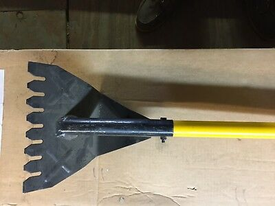 13100 - Fiberglass Handle Shingle Shovel  Y-Shaped Teeth Acro Building Produucts
