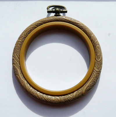 "1 x New mouseloft woodgrain effect 2.5"" round embroidery hoop"