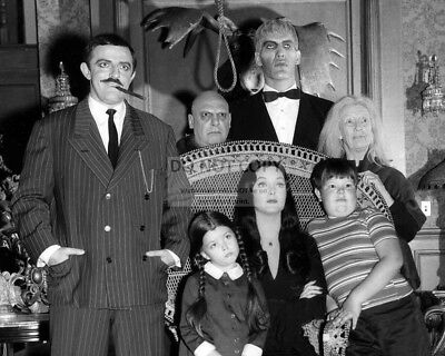 """""""the Addams Family"""" Cast From The Abc Tv Show - 8X10 Publicity Photo (Fb-076)"""