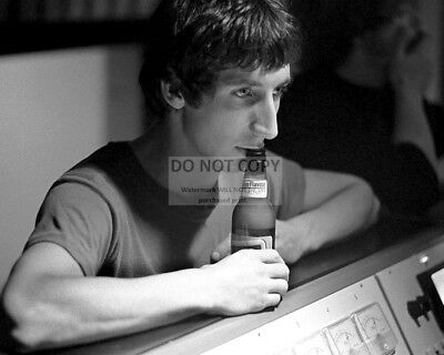 """Pete Townshend Legendary Guitarist For """"the Who"""" - 8X10 Publicity Photo (Fb-097)"""