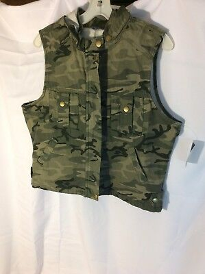 Baileys Point Camo Vest With Hood Youth Size 15-17