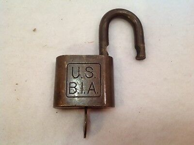 U S government BIA - BUREAU of INDUSTRIAL ALCOHOL LOGO padlock HURD lock w/ key