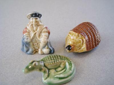 Vintage Wade Whimsie collection of 3 figurines Hedghog, alligator, old king cole