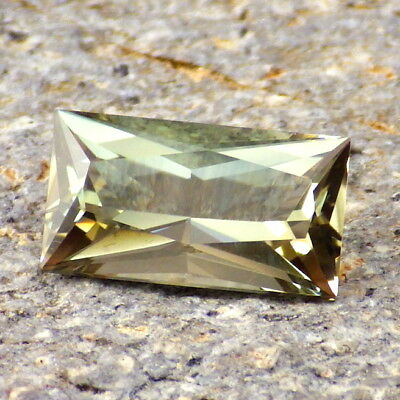 PASTEL GREEN OREGON SUNSTONE 3.59Ct FLAWLESS-PERFECT FACETING-FOR HIGH-END JEWEL