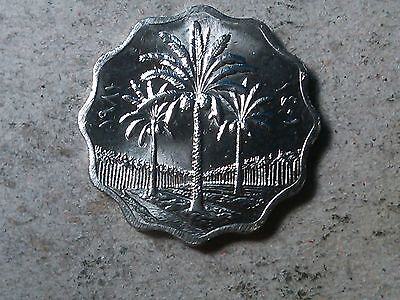 Iraq 5 fils 1981 Palms . Scalloped shaped coin