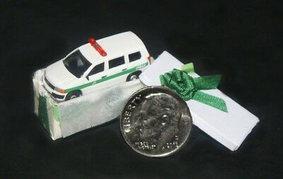 TOY CAR IN GIFT BOX Artisan Dollhouse Miniature Toys 1:12 Scale