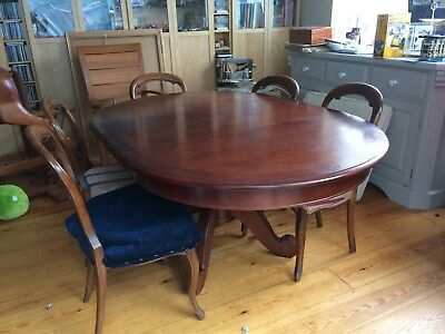 Extending round dining table, seats up to 6