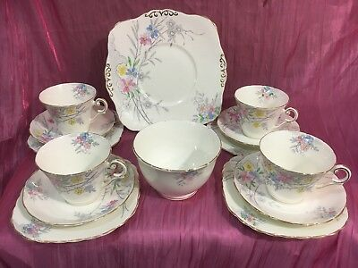 Wellington China England 14 Piece Tea Set (Oddments)