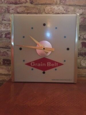 """Vintage early 1960's """"Grain Belt Clock""""  and it Works!!!!!!"""