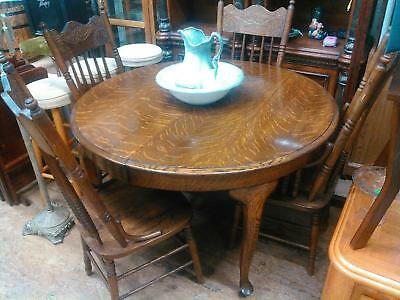 Vintage Tiger Oak Round Dining Table With 4 Chairs