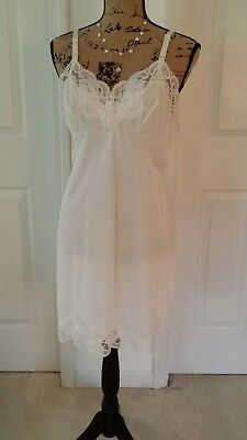 Vintage Sears The Doesn't Slip white  Full Slip Short 38 doesn't cling lace