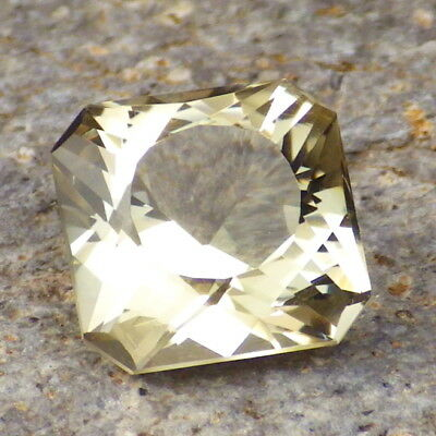 GOLD-GREENISH OREGON SUNSTONE 5.76Ct FLAWLESS-ABSOLUTELY PERFECT FACETING-RARE
