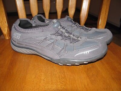 Womans Skechers Relaxed Fit Memory Foam shoes size 9
