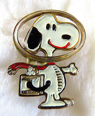 RARE + Vintage SNOOPY Astronaut Enamel United Features Pin ~ nice!