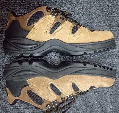 Women's Lotto Hiking Shoes Boots Size 7.5 Brand New