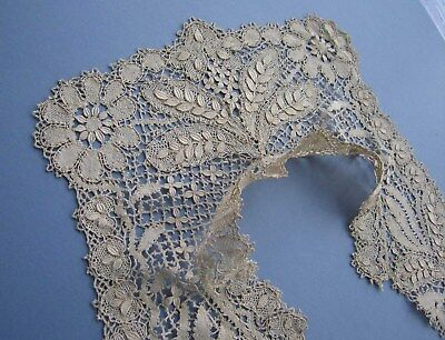 Antique Maltese - Beds Silk Bobbin Lace Collar - Excellent