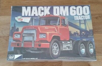 MPC Mack DM600 Tractor 1:25 new & sealed - MPC819/06