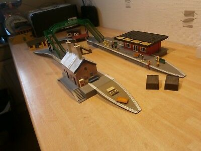 Hornby Oo Gauge Station And Many Extra Pieces (S2)