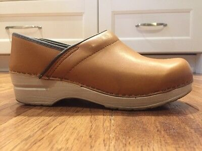 Dansko Camel And Brown Leather Clogs Mules Shoes Women's Sz 38 US 7.5-8