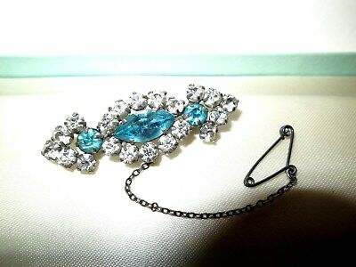 Attractive vintage Deco silvertone clear and turquoise glass brooch safety chain