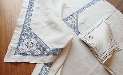 Vintage Embroidered Linen Tablecloth 12 Napkins Blue & White Large