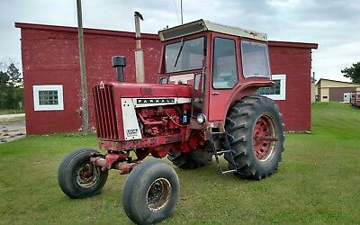 1967 IH 806 Diesel Tractor - Only 3450 hours!!