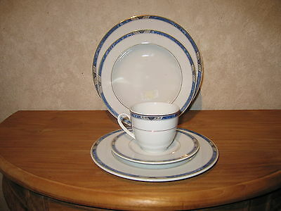 WINTERLING BAVARIA *NEW* MADRID Set 3 assiettes + 1 tasse avec soucoupe