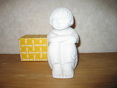MARBELL STONE ART *NEW* Statue pierre blanche Fille assise 24cm HxL:22x10cm