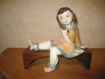 ISAC ITALY *NEW* Posture Fille sur banc 12x30cm H.28cm Girl on bench