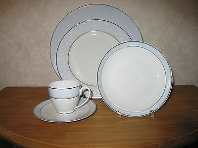 GUY DEGRENNE *NEW* Andromède Set 3 Assiettes + Tasse à café
