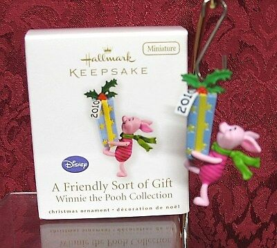 Hallmark 2010 Miniature Winnie The Pooh Ornament~Piglet~A Friendly Sort Of Gift