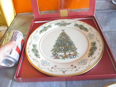 LENOX 2003 Limited Edition CHRISTMAS TREES AROUND THE WORLD ' CANADA '  PLATE b