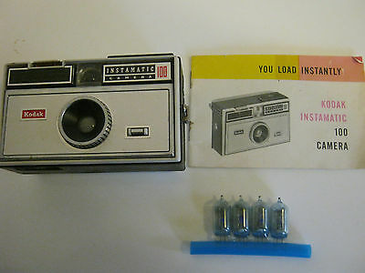 Vintage Kodak Instamatic 100 Film Camera With Instruction Book & 4 Flash Bulbs