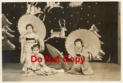 Orig 1955 JAPANESE Pic #10 Pageant 3 Girls Traditional Costume & PARASOLS JAPAN