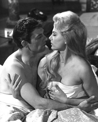 "Martha Hyer And John Ronane In ""some May Live"" - 8X10 Publicity Photo (Zy-999)"
