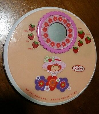 2004 ss236 Strawberry Shortcake CD player portable