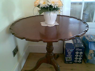 George III Mahogany Pie Crust Tripod Table, c. 1760