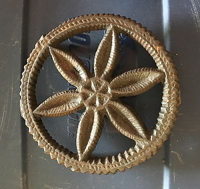 Antique Round Cast Iron Trivet Very Nice Pattern LQQk