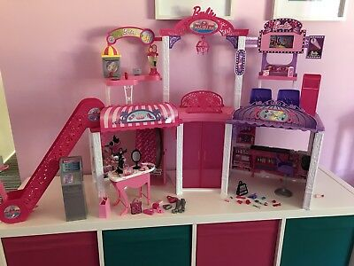 Barbie Malibu Ave Mall  Boxed & Vending Machine With Accessories And 7 Dolls