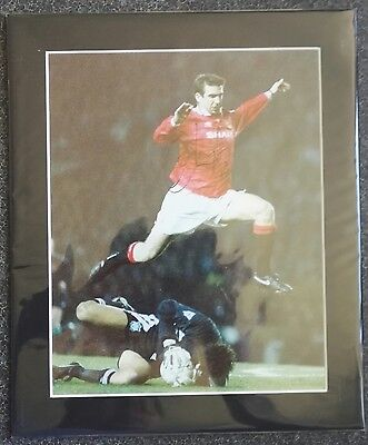 "ERIC CANTONA - SIGNED PHOTO 12"" x 10"" IN  MOUNT MANCHESTER UNITED vs LIVERPOOL"