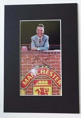 "LOUIS VAN GAAL  - MANCHESTER UNITED MANAGER SIGNED MOUNTED PICTURE 13"" x 9"""
