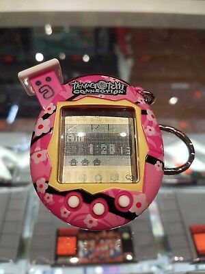 2004 - Bandai Tamagotchi Connection - Pink Flowers - TESTED - NEW BATTERY