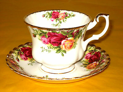 ROYAL ALBERT OLD COUNTRY ROSES TEA CUPS&SAUCERS 1st quality, used in VGC