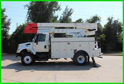 2004 International 7400 bucket truck WHITE Used