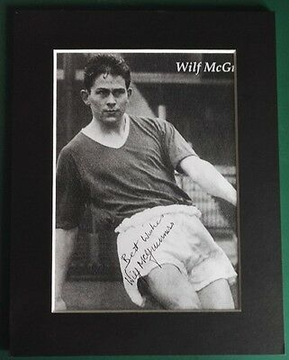 "WILF MCGUINNESS - MANCHESTER UNITED 1950s LEGEND SIGNED MOUNTED PICTURE 9"" x 7"""