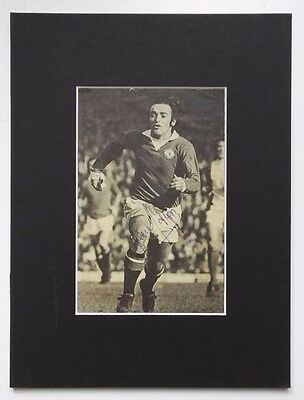 "LOU MACARI - MANCHESTER UNITED SIGNED  MOUNTED PICTURE 9.5"" x 7"" 1970'S SCOTLAND"